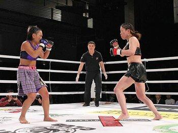 パンクラスのメインを張った女子選手。歴史の重みとも戦ったWINDYとV.V。<Number Web> photograph by Susumu Nagao