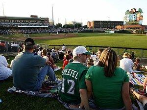 マイナーリーグと生き残り対策。米国「草の根野球」を守って欲しい。