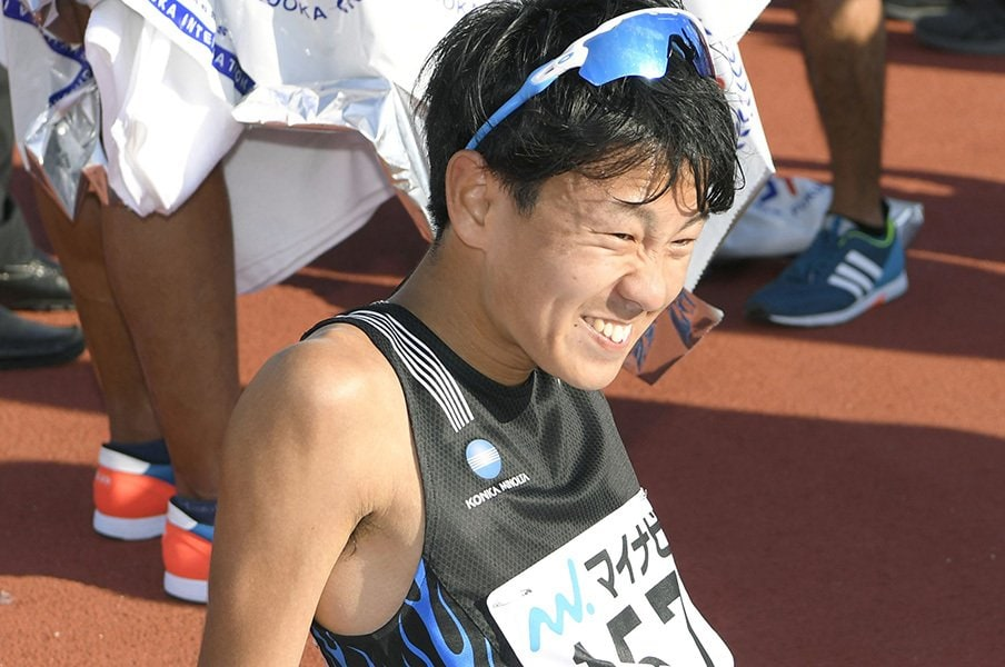 13位でも、小さくガッツポーズ。神野大地の初マラソンは手応え満載。<Number Web> photograph by Kyodo News
