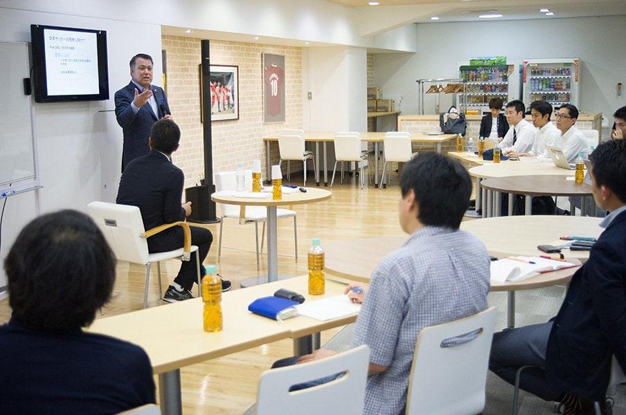 日本サッカー協会・田嶋幸三会長がNSBC受講者と討論した「方策」とは。<Number Web> photograph by Yuki Suenaga