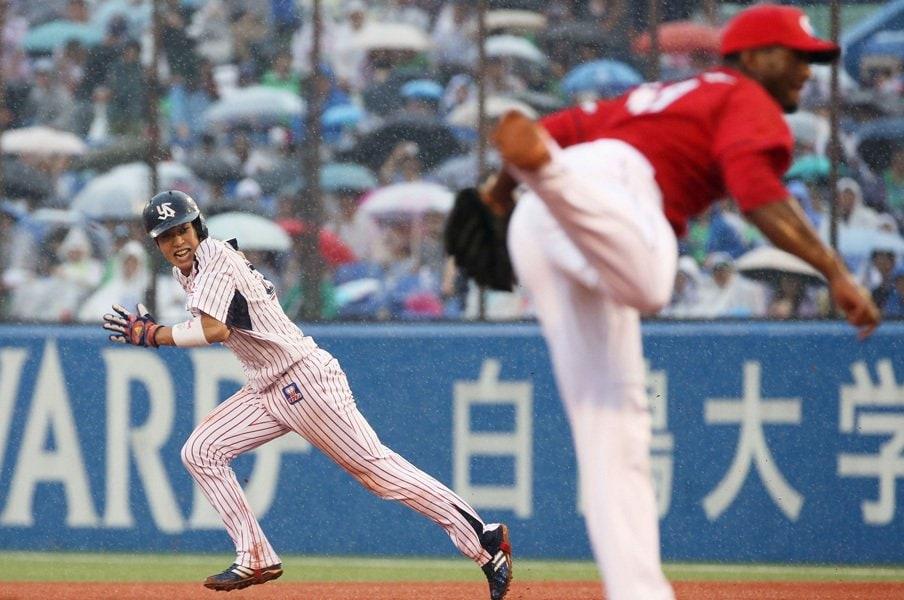 """山田哲人、成功率88.2%で30盗塁。唯一目標に掲げた盗塁の""""緻密さ""""。<Number Web> photograph by Kyodo News"""