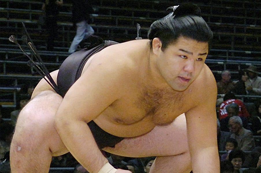 引退した里山の忘れられない一言。「本当は前に出る相撲を取りたい」<Number Web> photograph by Kyodo News