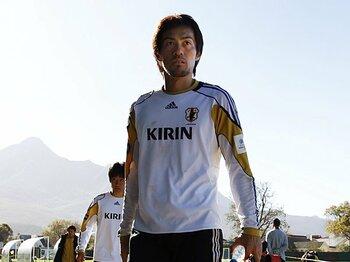 <正GKの座を外されて> 楢崎正剛 考えるのは終わってからでいい。<Number Web> photograph by Naoki Nakanishi(JMPA)