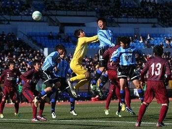 """高校サッカーの""""今""""を凝縮した決勝。鵬翔と京都橘の明暗を分けたもの。 <Number Web> photograph by YUTAKA/AFLO SPORTS"""