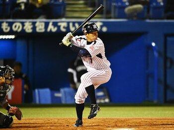 ヤクルト・田中浩康が浴びた大歓声。定位置を失い、11年目のコンバート。<Number Web> photograph by Hideki Sugiyama