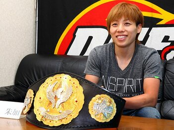日本人女子格闘家がアメリカで戴冠!世界で戦う浜崎朱加の開拓者精神。<Number Web> photograph by Susumu Nagao