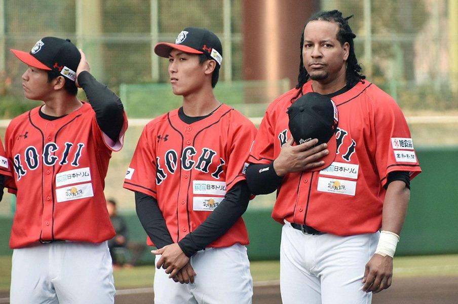 """さよなら""""高知のマニー・ラミレス""""!野球が大好きな男の奇跡の2カ月。<Number Web> photograph by Kyodo News"""