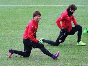 """浅野拓磨は""""賢く体をぶつける""""。小柄でも球際で負けない方法論。"""