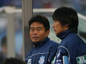 「ピッチには労働者も演技者もいらない」大木武vs安間貴義、師弟対決で響いた時間稼ぎする選手への怒声
