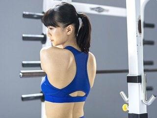 """女優・榮倉奈々が行うハードトレーニング。""""筋連動""""で「体が軽くなっている」。"""
