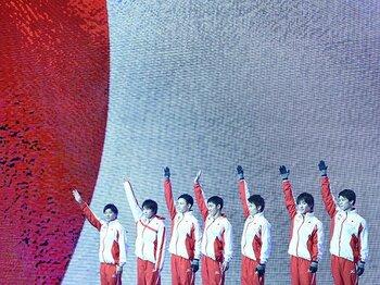 日本、37年ぶりに世界体操で団体金!歴史を作った内村航平と若き選手たち。<Number Web> photograph by Ryu Voelkel
