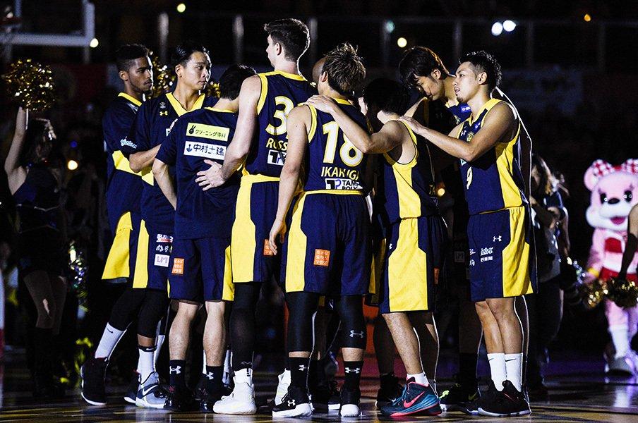 栃木ブレックス、指揮官交代の岐路。秘密の映像でチームワークよ再び。<Number Web> photograph by Yuki Suenaga