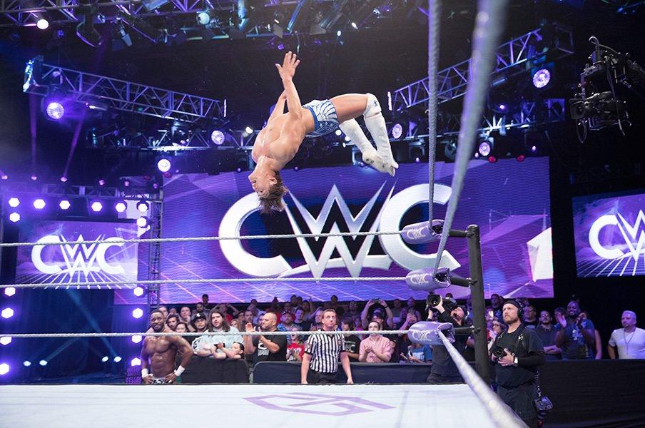飯伏幸太、WWEと新日に同時参戦中!?2010年代型フリーレスラーの形とは。<Number Web> photograph by 2016 WWE, Inc. All Rights Reserved.
