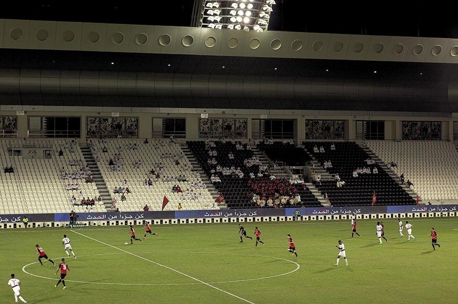 '22年W杯開催地カタールの無気力。サッカー熱は皆無、観客はサクラ。<Number Web> photograph by Sebastian Castelier