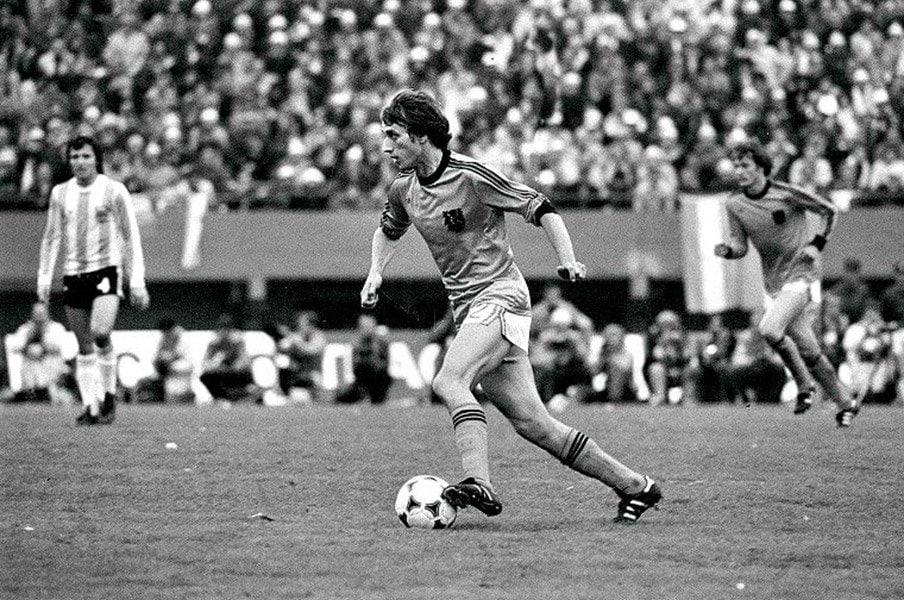 トータルフットボール、もう1人の申し子。レンセンブリンクの生涯。<Number Web> photograph by L'Equipe