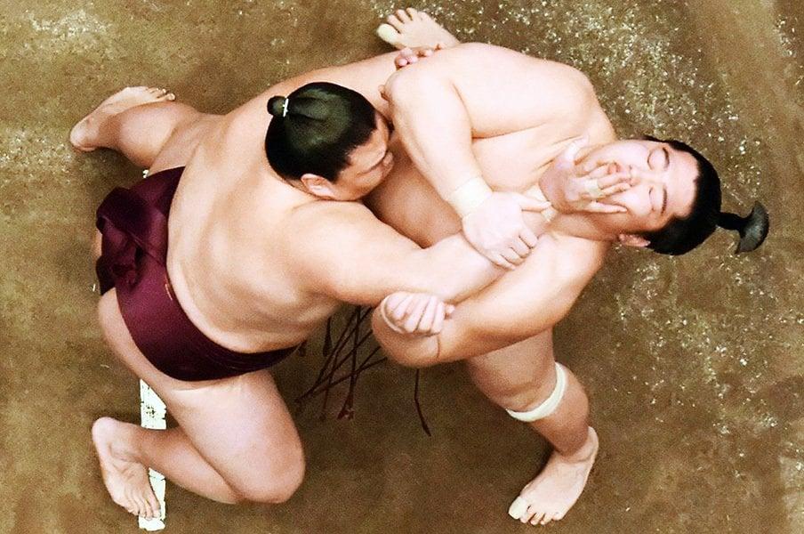 イケメン力士のストイックな素顔。遠藤、いまは徹底的な治療の時を。<Number Web> photograph by Kyodo News