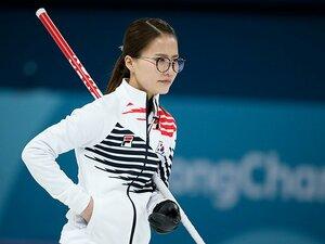「眼鏡先輩」も人気の秘密は訛り? 韓国カーリングブームの実態を探る。