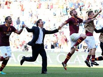 トッティらが躍動し開幕7戦全勝。新監督のもと変貌したローマに期待。<Number Web> photograph by AFLO