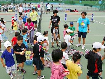 右肩下がりのテニス人口。普及のカギは「10歳未満」。~我が子を第2の錦織圭に!~<Number Web> photograph by Hiromasa Mano