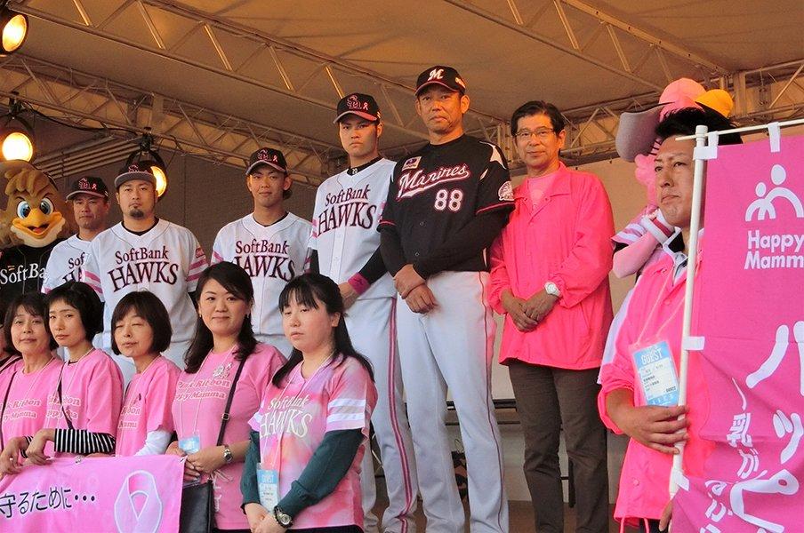 ホークスと「タカガールデー」の心。10月こそ球場をピンクに染めよう。<Number Web> photograph by Kotaro Tajiri