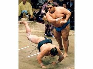 """「寂しくなってしまったな」元武蔵丸が背負う""""横綱会""""の今。"""