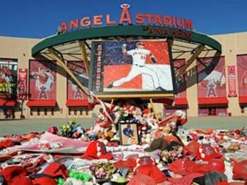 あれから半年。エンゼルスが亡き友に捧げた地区優勝。<Number Web> photograph by Yukihito Taguchi