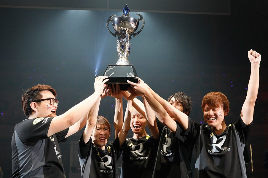 LoL日本代表「僕らが活躍すれば」eスポーツの命運を握る若きチーム。<Number Web> photograph by 2017 Riot Games,inc.