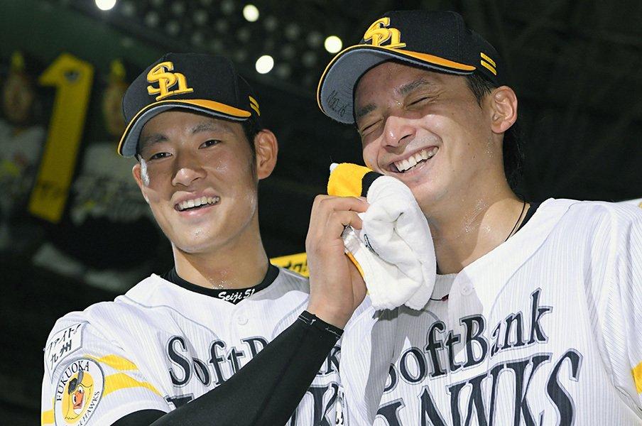 最多勝争う東浜巨と「工藤塾」。毎日の筋肉痛で取り戻した快速球。<Number Web> photograph by Kyodo News