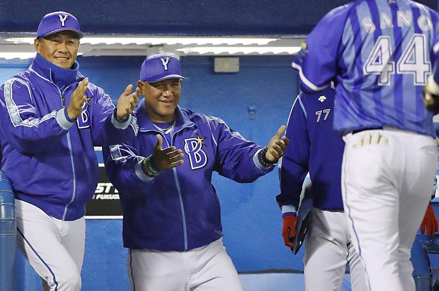 ラミレス監督がデータ偏重を止めた?コーチ陣が話す「オープンな関係」。<Number Web> photograph by Kyodo News