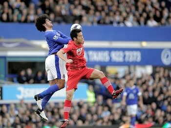 パスサッカー志向強まるプレミア。それでも薄まらない空中殺法の魅力。<Number Web> photograph by AFLO