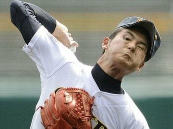 済美・安楽智大でセンバツが沸騰!最速152キロの2年生右腕を徹底検証。<Number Web> photograph by Kyodo News