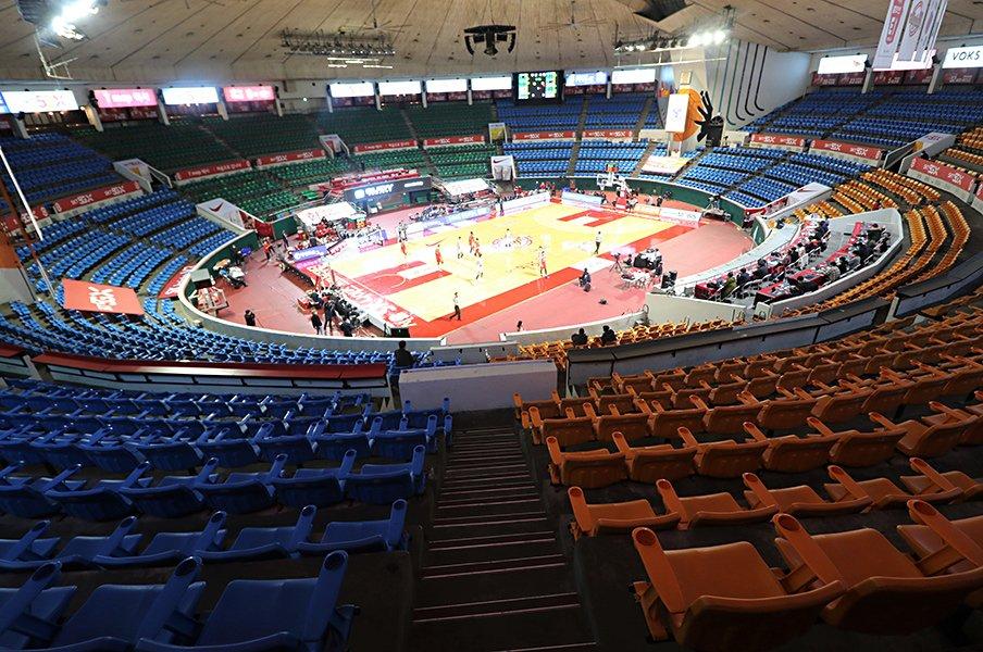 スポーツ界を襲ったコロナウイルス。日韓の政府、連盟の対応を徹底比較!<Number Web> photograph by Eiji Yoshizaki