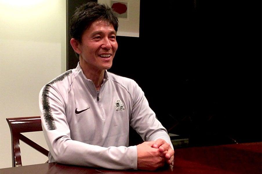 サンフレッチェ城福浩監督の信念。選手を愛し、辛くても「冷徹に」。<Number Web> photograph by Atsushi Iio
