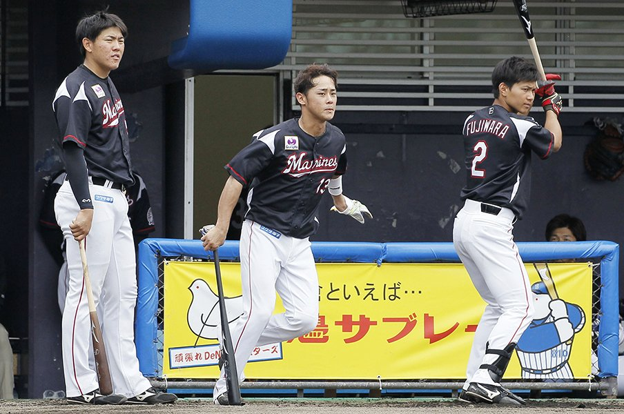 ファーム二冠の安田は来季も二軍?ロッテのFA戦略が消化不良な理由。<Number Web> photograph by Kyodo News