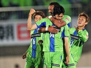 """""""カオス""""を生み出す超攻撃的3-4-3。湘南が挑む、目が離せないサッカー。"""