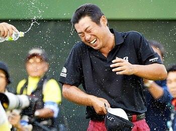 対照的だった片山晋呉と池田勇太。日本OPは「たかが」か「されど」か。<Number Web> photograph by Kyodo News