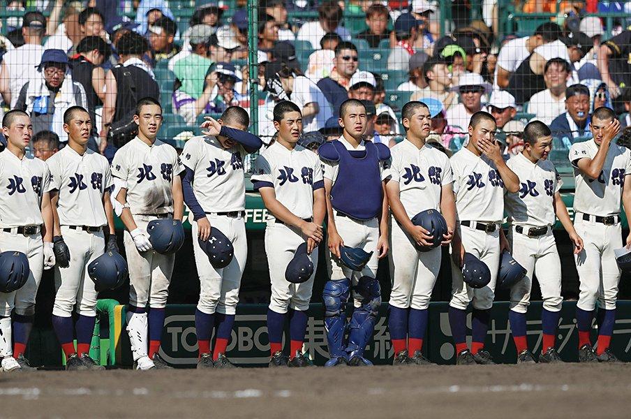 北照高・上林弘樹監督の甲子園。2カ月前の春の大会では塁審姿。<Number Web> photograph by Kyodo News