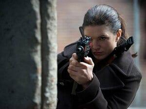 アカデミー賞監督がひと目ぼれした、女性格闘家ジーナ・カラーノの肉体美。