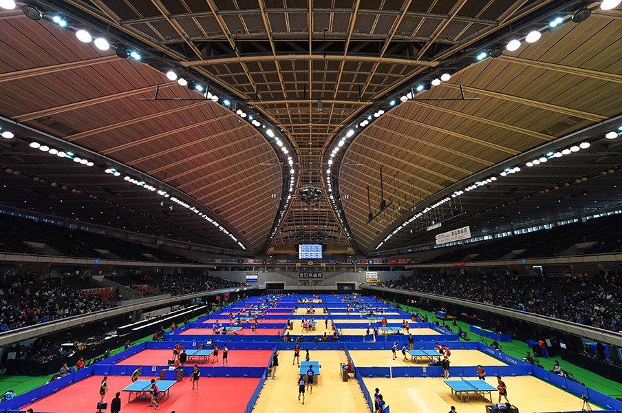 双眼鏡でスポーツ観戦を楽しもう!日本卓球の聖地・東京体育館を訪ねて。<Number Web> photograph by AFLO