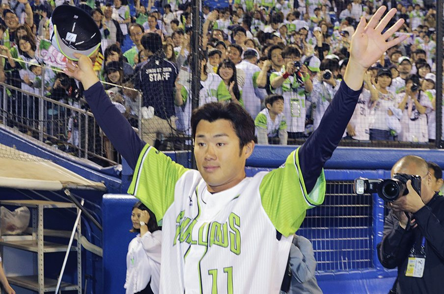 """由規「泣いていないですよ」笑顔で復活勝利を刻んだ""""元""""剛腕。<Number Web> photograph by Kyodo News"""