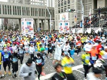 増加の一途を辿るマラソン大会。2015年は参加者のマナー向上も課題。<Number Web> photograph by Hirofumi Kamaya