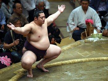 夏場所まさかの負け越しの遠藤。10kgの体格差と、増量のリスク。<Number Web> photograph by Naoya Sanuki/JMPA