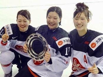 スマイルジャパン、3人娘の「原点」。苫小牧東高で過ごした3年間の重み。<Number Web> photograph by Nobuko Kozu