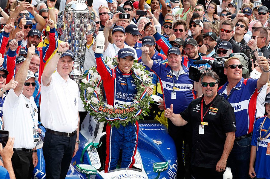 佐藤琢磨の快挙がホンダの勇気に。インディ500制覇、F1界からも祝福。<Number Web> photograph by AFLO