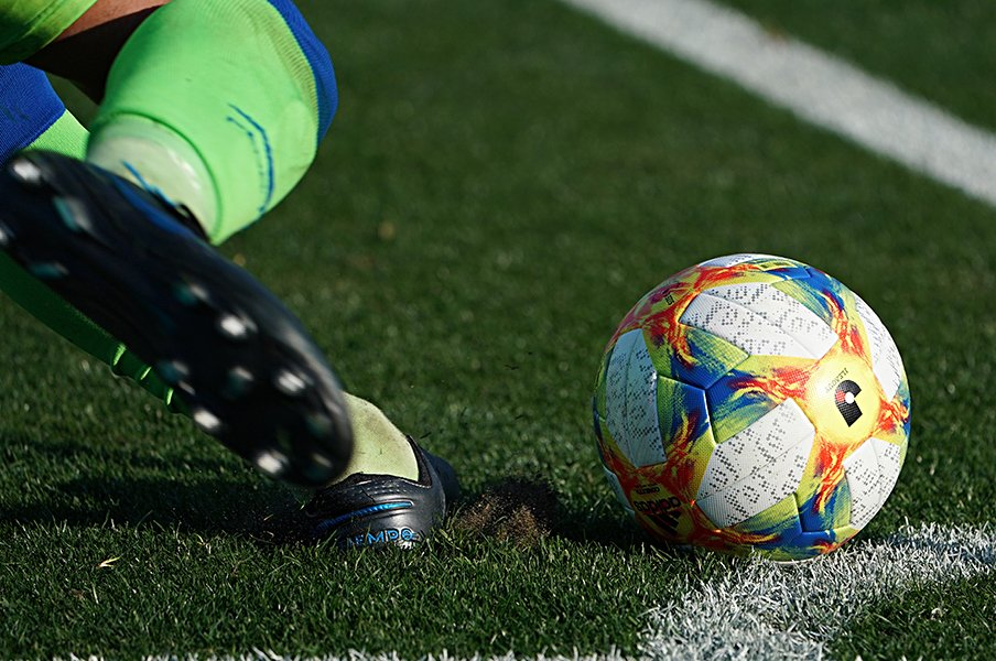 ベルマーレ残留の今、騒動を考える。美談でなくJリーグが先に進むため。<Number Web> photograph by Getty Images