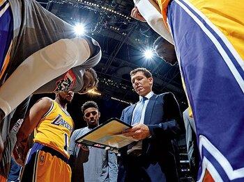 """レイカーズに調和を生んだ、ウォルトンの""""愛""""の指導。~""""恐怖""""とは対極にあるコーチングの方法論~<Number Web> photograph by Getty Images"""