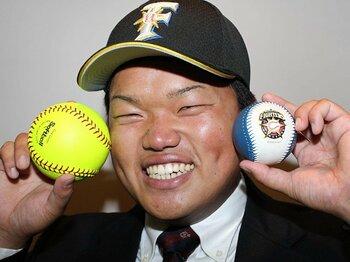 なぜソフトボールからプロ野球へ?日本ハムのルーキー大嶋匠の世界。<Number Web> photograph by NIKKAN SPORTS/AFLO