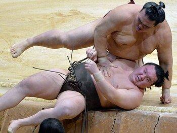 綱取り場所で稀勢の里は「またか」の声を拭えるか。~2横綱撃破、九州場所の再現を~<Number Web> photograph by KYODO