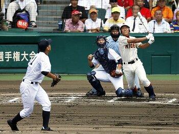 捕手目線で見た、夏の甲子園開幕戦。いい捕手の条件と、投手のプライド。<Number Web> photograph by Kyodo News