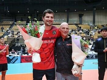 チームも選手も変えた名将。日本バレーにささげた6年間。<Number Web> photograph by Japan Volleyball League Organization